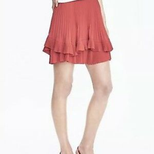⭐️HP⭐️Banana Republic Pleated Coral Skirt